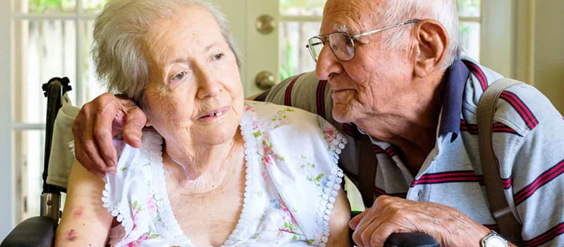 старики с заболеванием